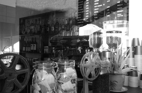 Close Up caf bar